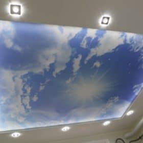 Katto grafiikalla ja upotetuilla LED-valoilla SPB Group Helsinki Oy