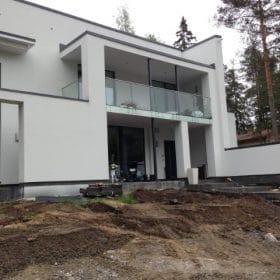 Ennen terassia maa muokattu SPB Group Helsinki Oy