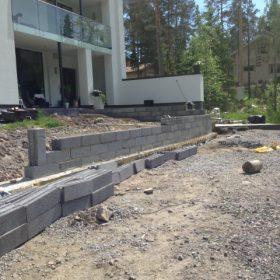 Terassin rakentaminen perustukset tekeillä SPB Group Helsinki Oy