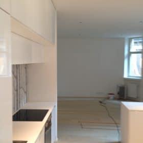 keittiöremontti näkymä olohuoneeseen SPB Group Helsinki Oy