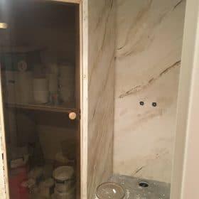 Kylpyhuone- ja wc-remontti marmorilaatalla SPB Group Helsinki Oy