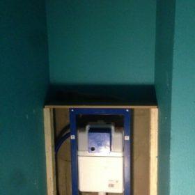 Seinään upotettu wc ennen laatoitusta SPB Group Helsinki Oy