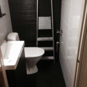 Mustavalkoinen wc remontin jälkeen SPB Group Helsinki Oy