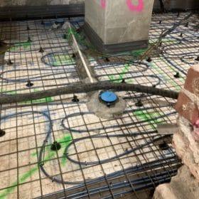 rakennuskohde lattialämmityskaapelointi pylväiden ympäri