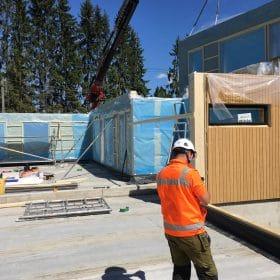 Omakotitalon rakennustyömaa elementtien asennus SPB Group Helsinki Oy