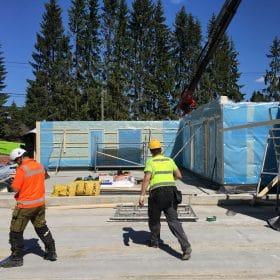 Omakotitalon rakennustyömaa elementtiasennus SPB Group Helsinki Oy