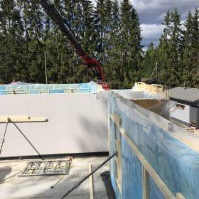 Omakotitalon rakennustyömaalla SPB Group Helsinki Oy